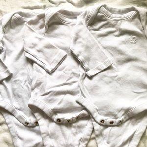 Gap white long sleeved bodysuit 3 pack 0-3 mos